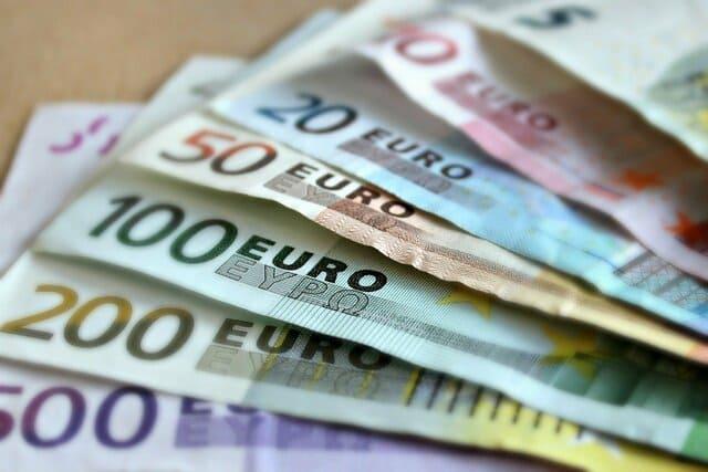 普通預金と定期預金の違い