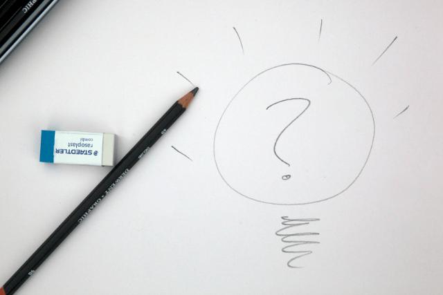 鉛筆と電球の絵