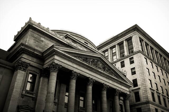 中央銀行を待っている悲劇。今度の敵は、インフレという名の魔女